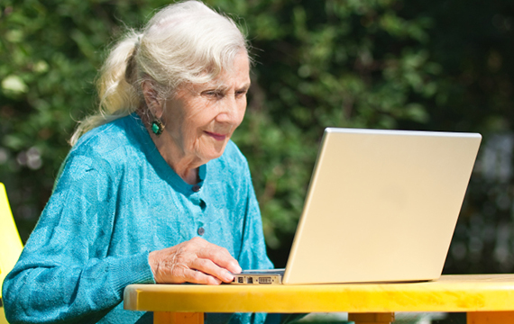 senior-using-facebook