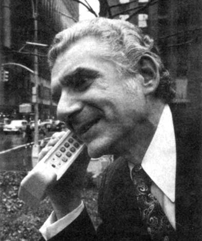marty_cooper_first-cellphone-call-1973