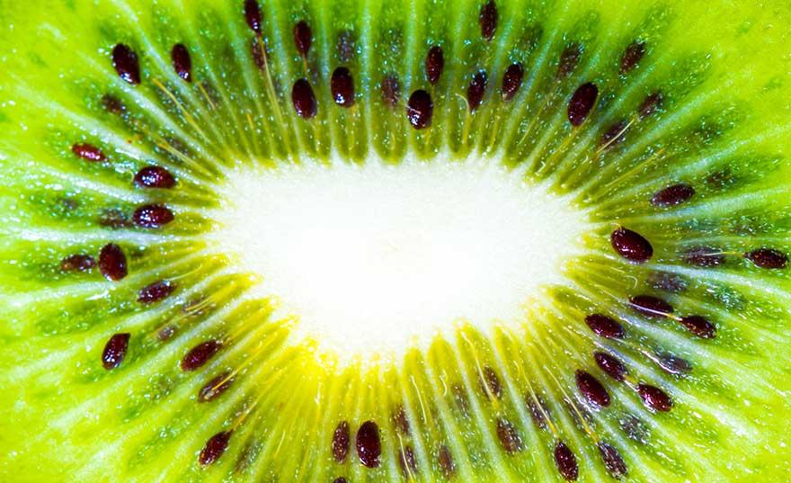 kiwi-fruit-cataracts