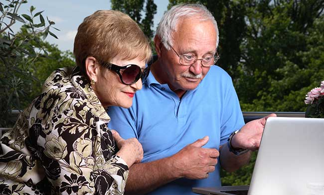 adorable-senior-couple-with-laptop