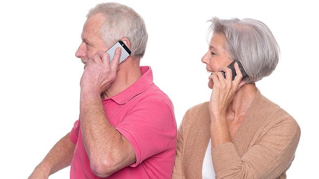 senior-couple-with-smartphones