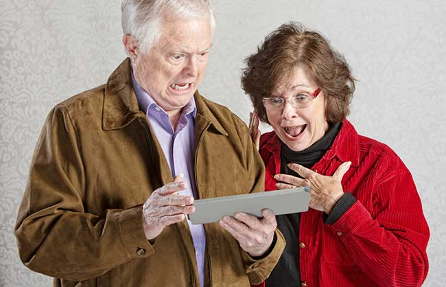 shocked-couple-with-tablet