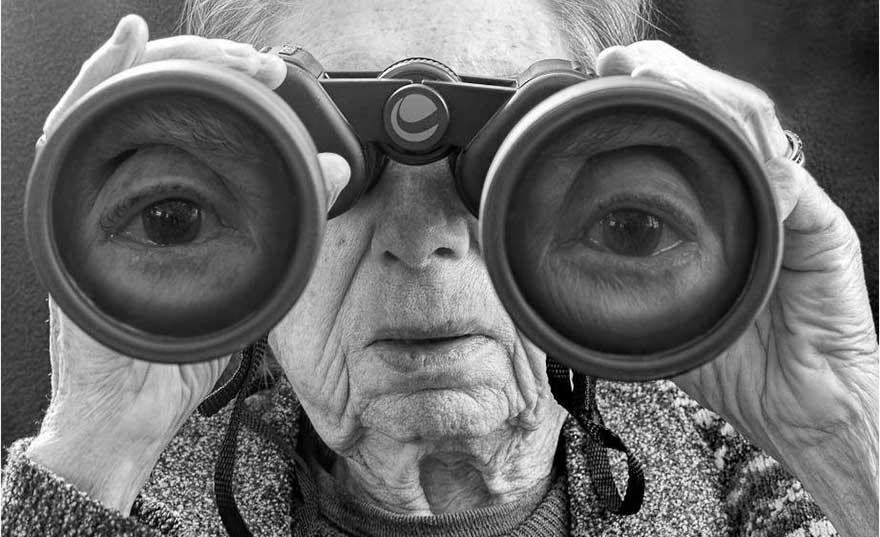 tony-luciani_mamma-binoculars-ft