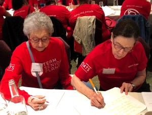 Senior Planet members write down their pledges for the #mytechpledge campaign